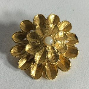 Vintage Gold Tone Faux Pearl Flower Brooch/Pin
